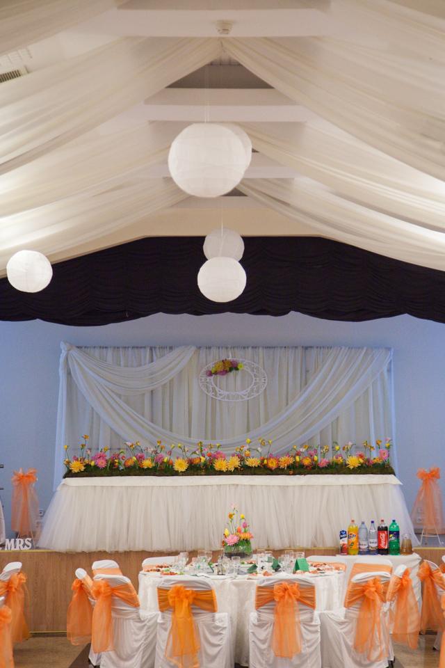 Poza, foto cu Flori de nunta casa jelen haz, decor sala, frezii, lalele, prezidiu in Arad, Timisoara, Oradea (wedding flowers, bouquets) nunta Arad, Timisoara, Oradea
