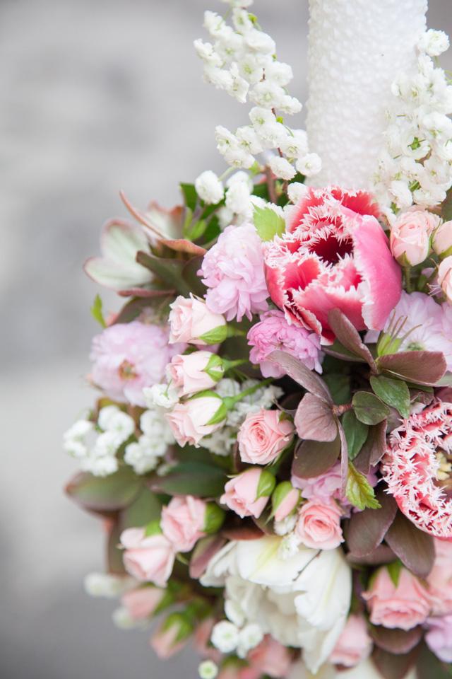 Poza, foto cu Flori de nunta detaliu, lalele, lumanare botez, mini-rosa, roz in Arad, Timisoara, Oradea (wedding flowers, bouquets) nunta Arad, Timisoara, Oradea