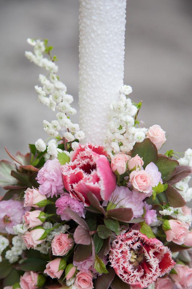 Poza, foto cu Flori de nunta lalele, lumanare botez, mini-rosa, roz in Arad, Timisoara, Oradea (wedding flowers, bouquets) nunta Arad, Timisoara, Oradea