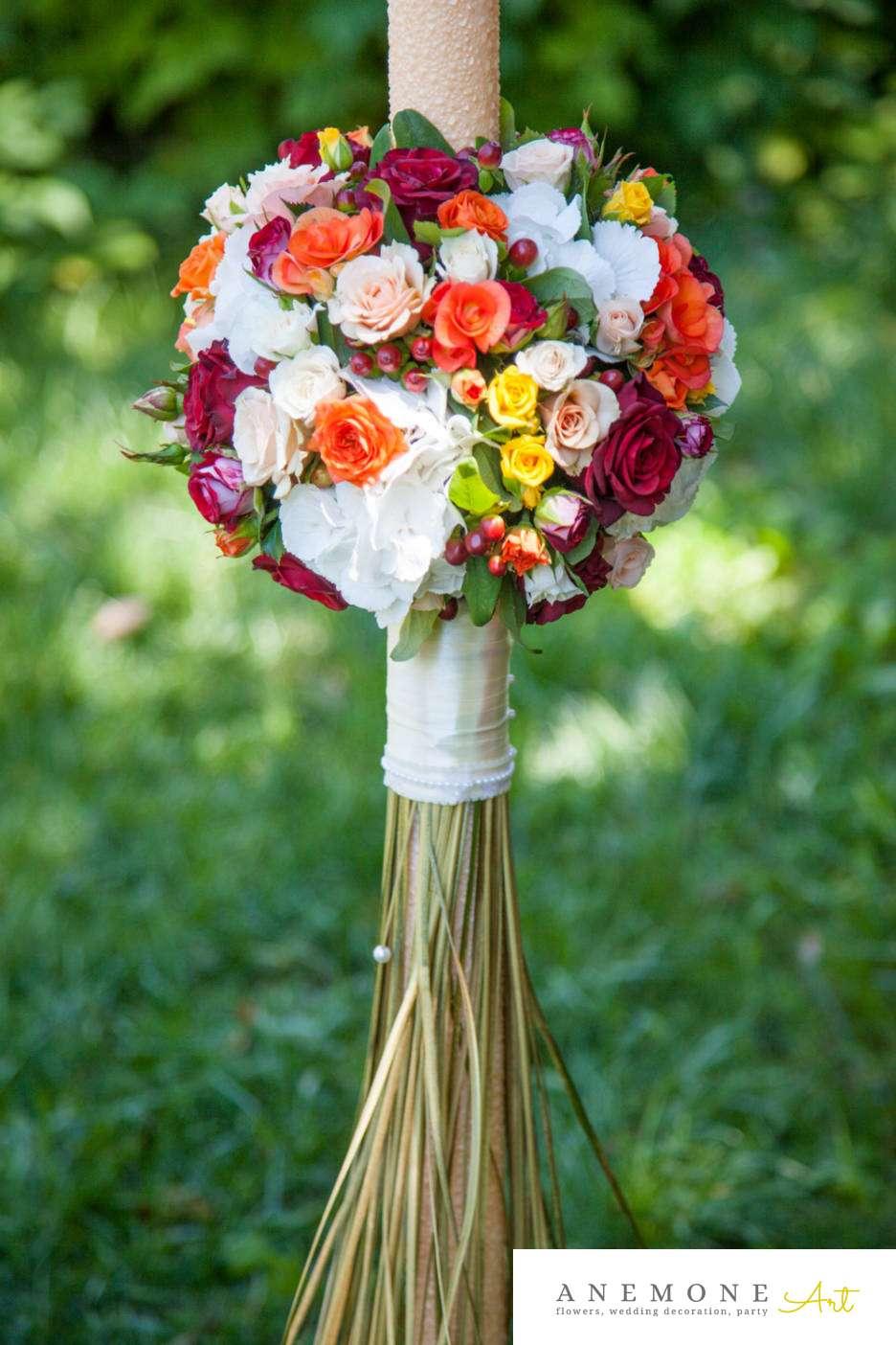 Poza, foto cu Flori de nunta auriu, glob, hipericum, hortensia, lumanare cununie, mini-rosa, multicolor, trandafiri in Arad, Timisoara, Oradea (wedding flowers, bouquets) nunta Arad, Timisoara, Oradea