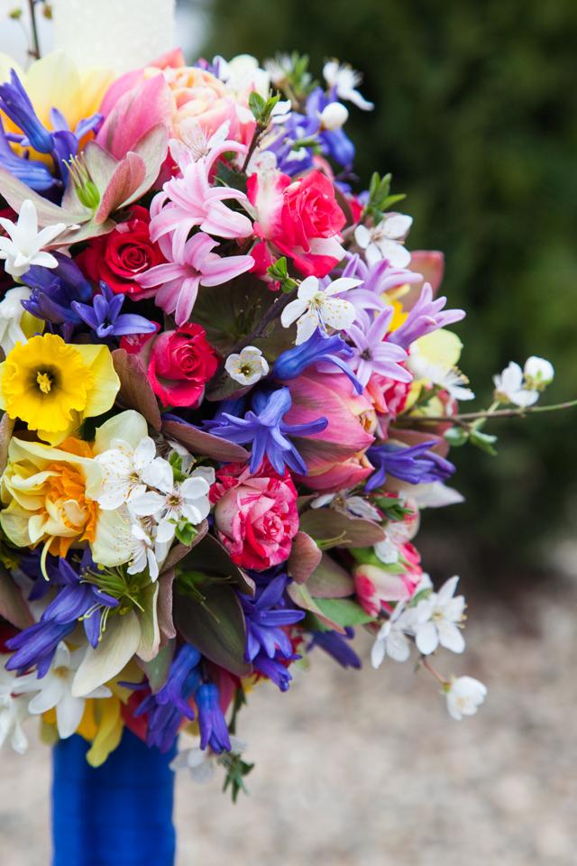 Poza, foto cu Flori de nunta glob, lumanare botez, multicolor in Arad, Timisoara, Oradea (wedding flowers, bouquets) nunta Arad, Timisoara, Oradea