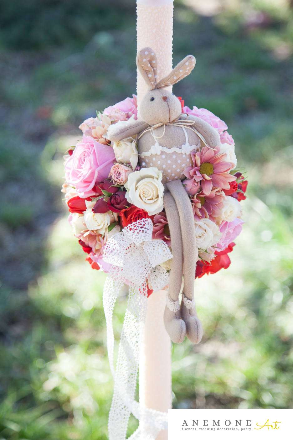 Poza, foto cu Flori de nunta glob, lumanare botez, rosu, roz in Arad, Timisoara, Oradea (wedding flowers, bouquets) nunta Arad, Timisoara, Oradea