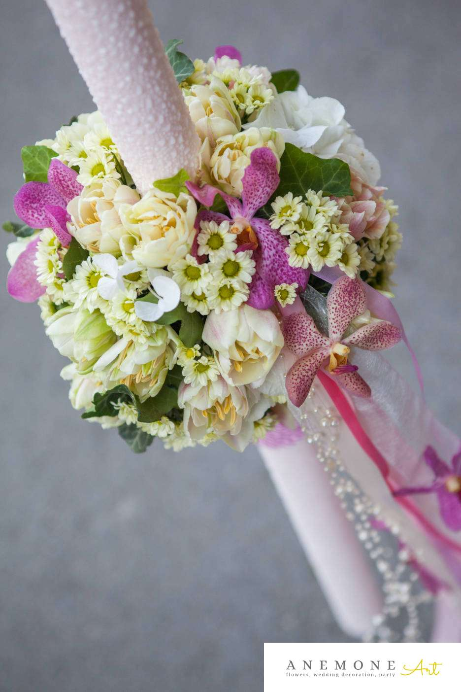 Poza, foto cu Flori de nunta crem, glob, lalele, lumanare botez, mokara, orhidee, roz, santini in Arad, Timisoara, Oradea (wedding flowers, bouquets) nunta Arad, Timisoara, Oradea