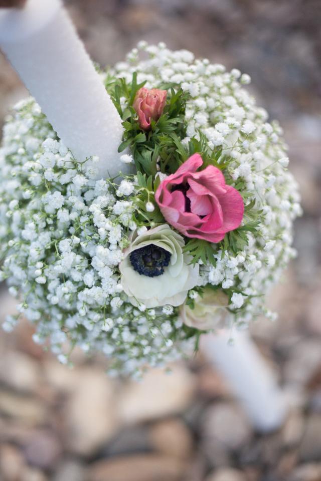 Poza, foto cu Flori de nunta anemone, gipsofila, glob, lumanare botez in Arad, Timisoara, Oradea (wedding flowers, bouquets) nunta Arad, Timisoara, Oradea