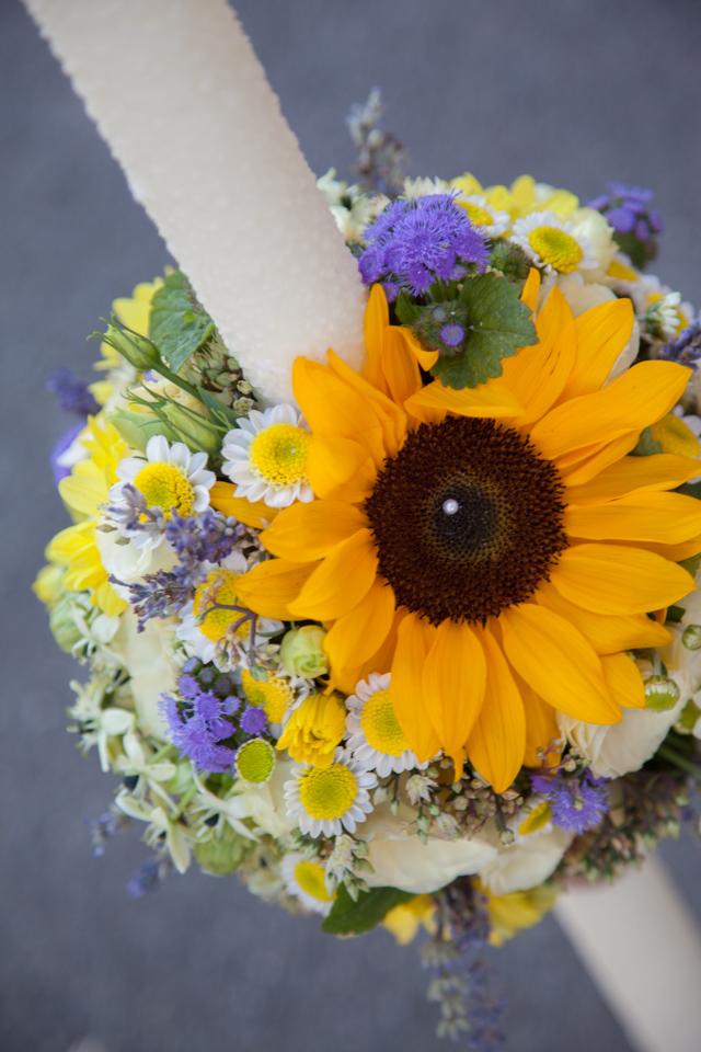 Poza, foto cu Flori de nunta floarea soarelui, lavanda, lumanare botez in Arad, Timisoara, Oradea (wedding flowers, bouquets) nunta Arad, Timisoara, Oradea