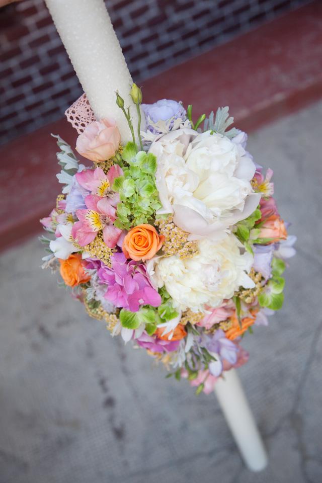 Poza, foto cu Flori de nunta alstroemeria, asimetric, bujori, hortensia, lisianthus, lumanare cununie, multicolor, pastel, trandafiri in Arad, Timisoara, Oradea (wedding flowers, bouquets) nunta Arad, Timisoara, Oradea