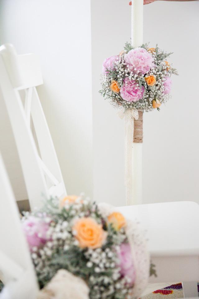 Poza, foto cu Flori de nunta bujori, glob, lumanare cununie, pastel, piersica, roz, trandafiri, vintage in Arad, Timisoara, Oradea (wedding flowers, bouquets) nunta Arad, Timisoara, Oradea