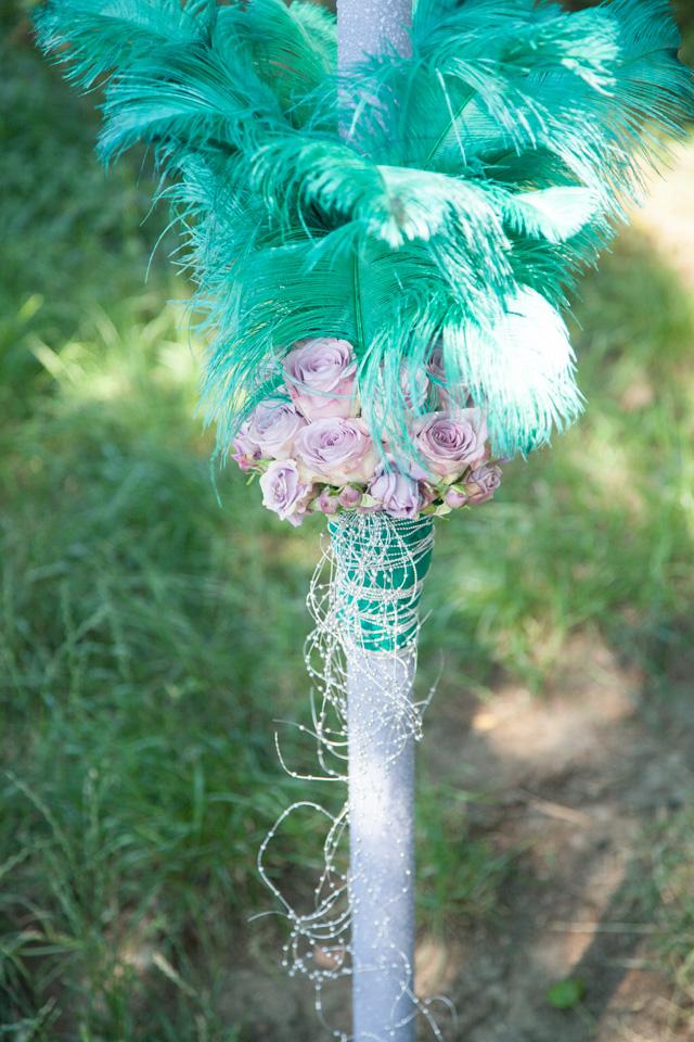 Poza, foto cu Flori de nunta lumanare cununie, mov, pene, perle, verde in Arad, Timisoara, Oradea (wedding flowers, bouquets) nunta Arad, Timisoara, Oradea