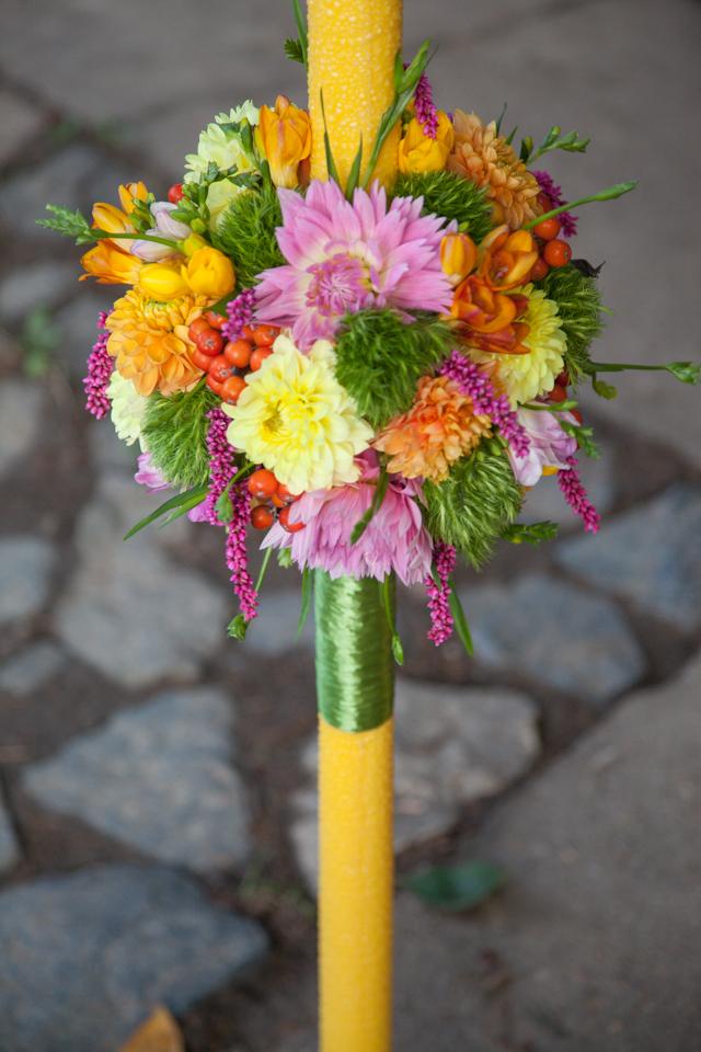 Poza, foto cu Flori de nunta dalia, frezii, glob, green trick, lalele, lumanare cununie, multicolor in Arad, Timisoara, Oradea (wedding flowers, bouquets) nunta Arad, Timisoara, Oradea