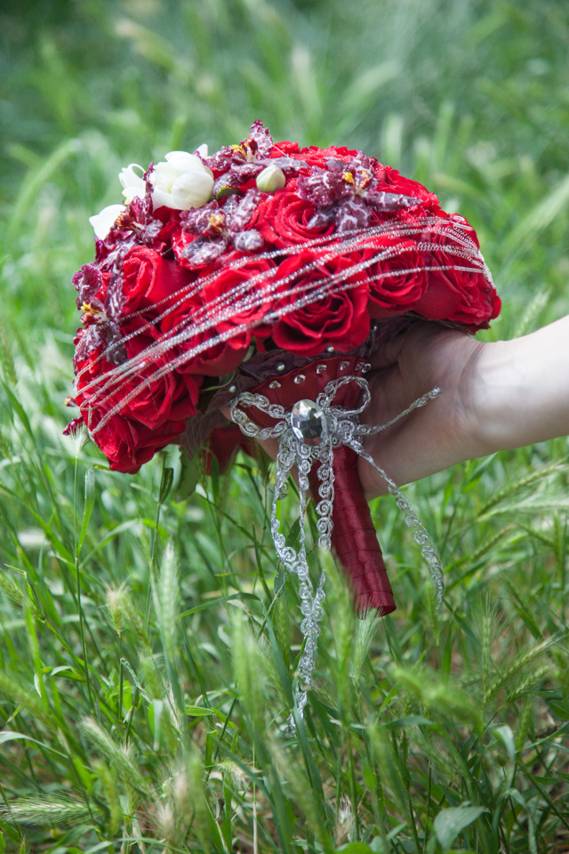 Poza, foto cu Flori de nunta buchet mireasa, maner buchet, orhidee, rosu, rotund, trandafiri, visiniu in Arad, Timisoara, Oradea (wedding flowers, bouquets) nunta Arad, Timisoara, Oradea