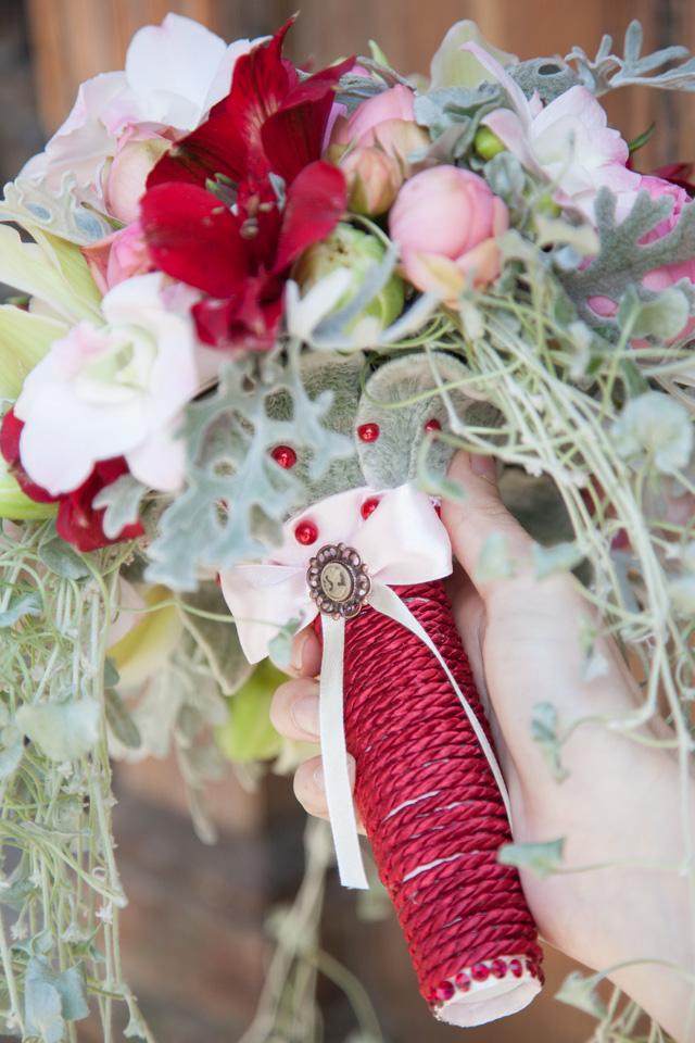 Poza, foto cu Flori de nunta alstroemeria, buchet cununie, lalele, maner buchet, rosu, trandafiri englezesti, vintage in Arad, Timisoara, Oradea (wedding flowers, bouquets) nunta Arad, Timisoara, Oradea