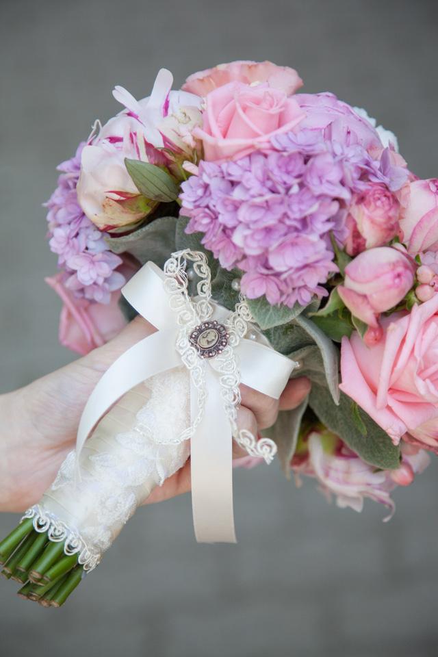 Poza, foto cu Flori de nunta buchet mireasa, bujori, hortensia, maner buchet, roz, trandafiri englezesti in Arad, Timisoara, Oradea (wedding flowers, bouquets) nunta Arad, Timisoara, Oradea