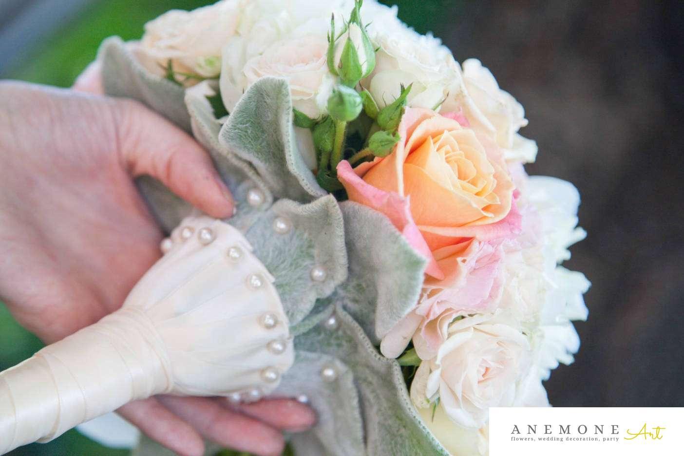 Poza, foto cu Flori de nunta alb, buchet mireasa, bujori, maner buchet, piersica in Arad, Timisoara, Oradea (wedding flowers, bouquets) nunta Arad, Timisoara, Oradea