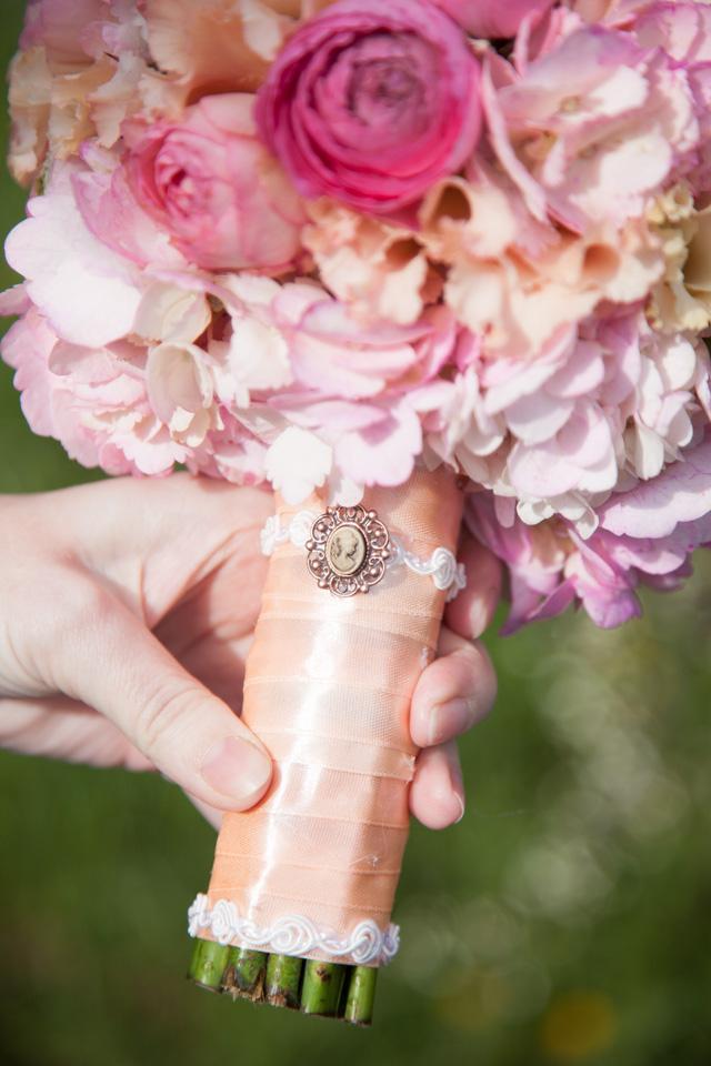 Poza, foto cu Flori de nunta buchet mireasa, glob, hortensia, maner buchet, ranunculus, roz, trandafiri englezesti in Arad, Timisoara, Oradea (wedding flowers, bouquets) nunta Arad, Timisoara, Oradea