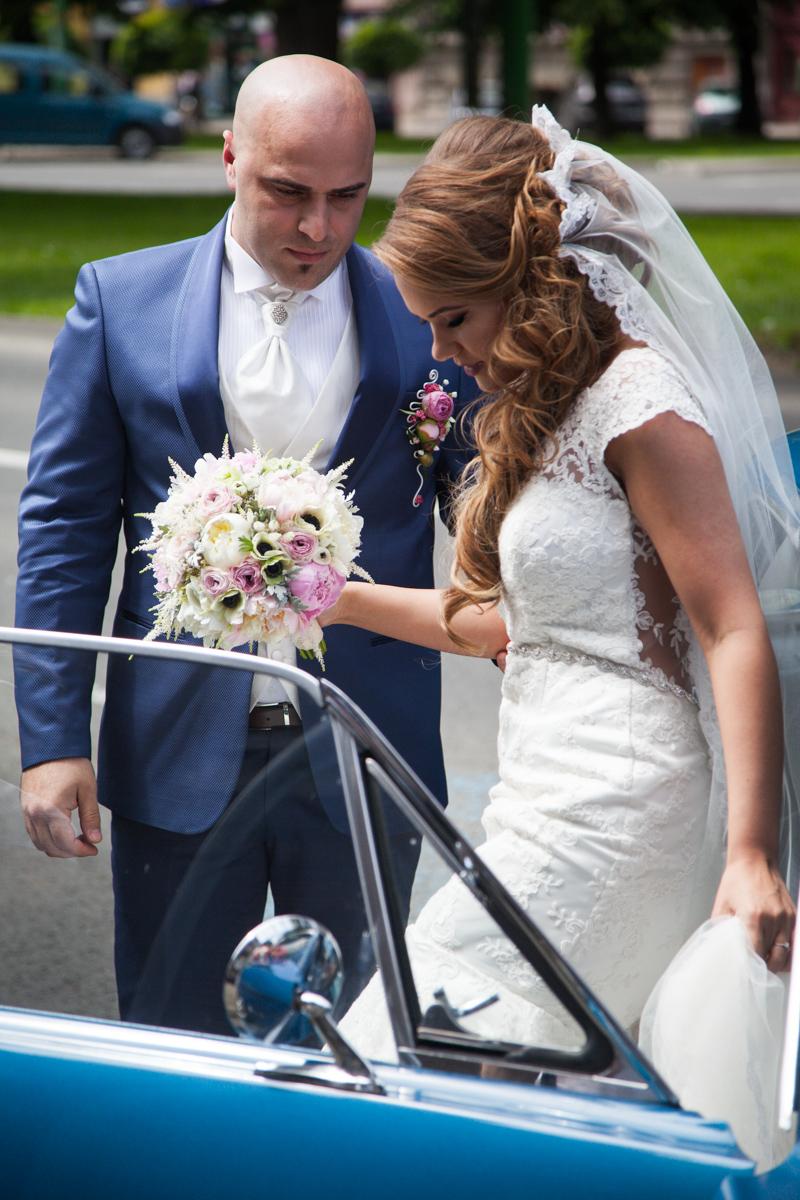Poza, foto cu Flori de nunta anemone, astilbe, buchet mireasa, bujori, ranunculus, rotund, roz in Arad, Timisoara, Oradea (wedding flowers, bouquets) nunta Arad, Timisoara, Oradea