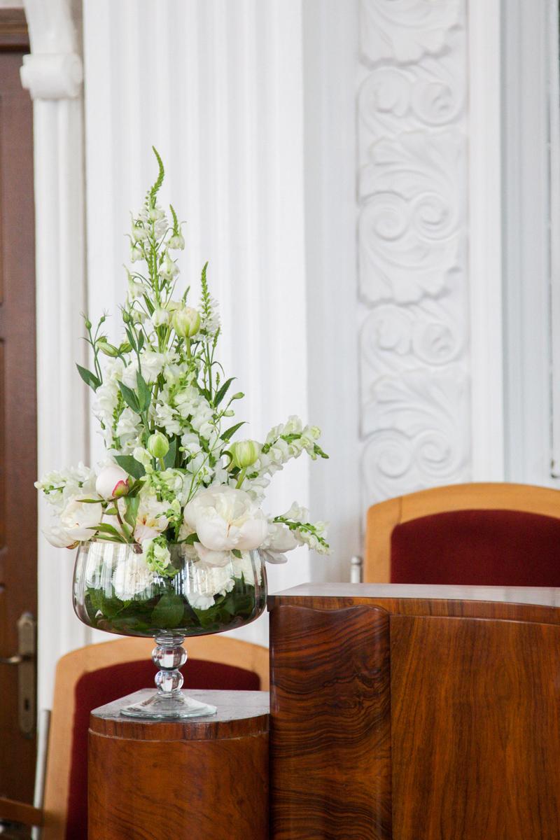 Poza, foto cu Flori de nunta amvon, biserica speranta, decor biserica in Arad, Timisoara, Oradea (wedding flowers, bouquets) nunta Arad, Timisoara, Oradea
