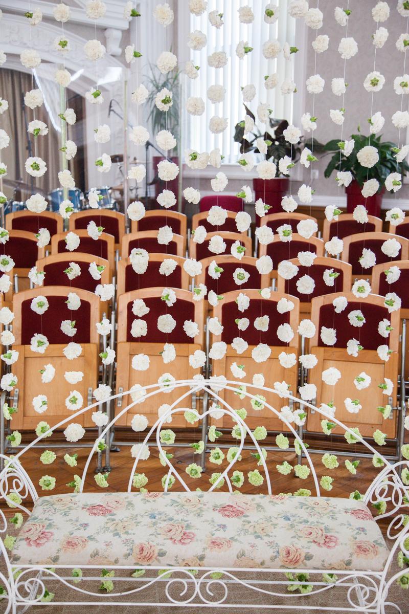 Poza, foto cu Flori de nunta banca, biserica speranta, decor biserica, garoafe, perdea flori in Arad, Timisoara, Oradea (wedding flowers, bouquets) nunta Arad, Timisoara, Oradea