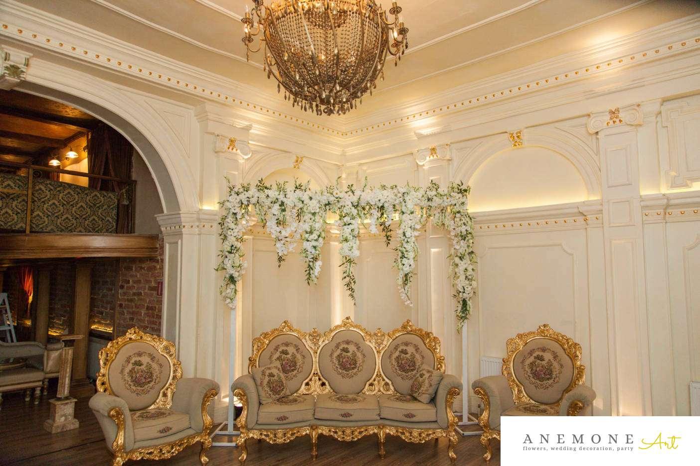 Poza, foto cu Flori de nunta alb, decor colt photo, vila carol in Arad, Timisoara, Oradea (wedding flowers, bouquets) nunta Arad, Timisoara, Oradea