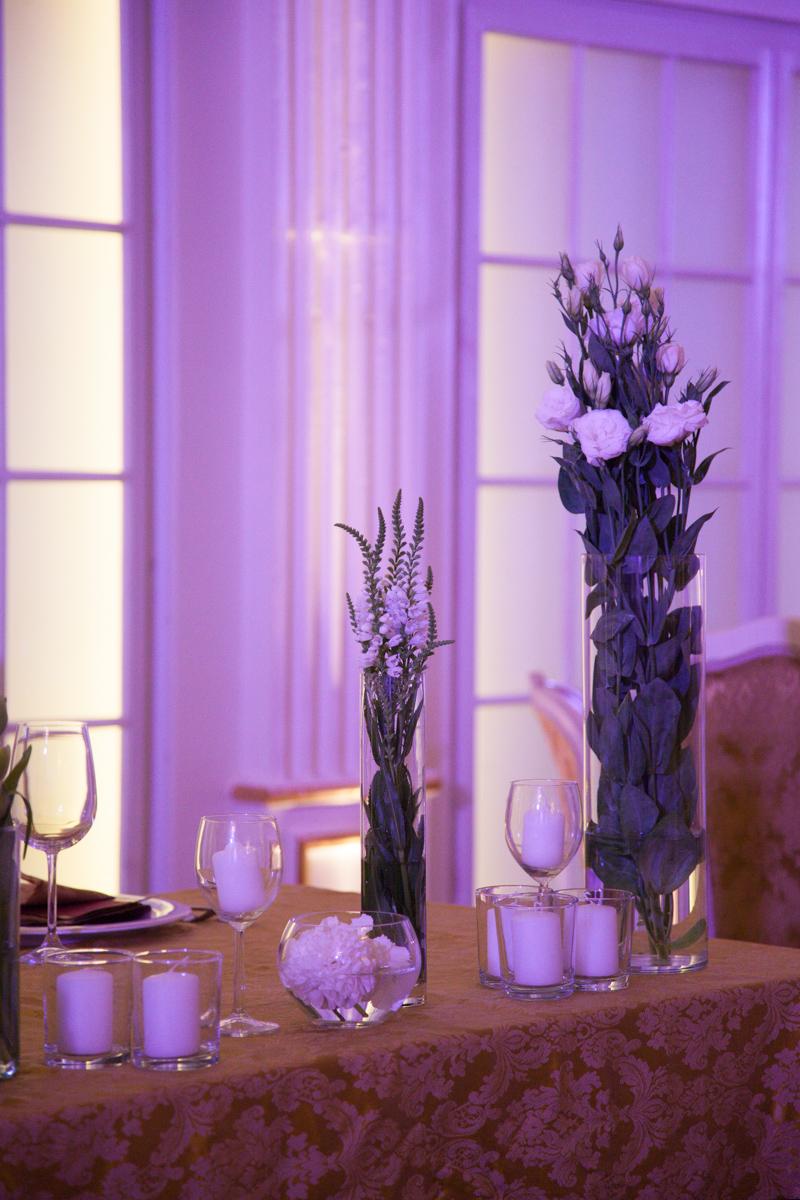 Poza, foto cu Flori de nunta alb, hortensia, lalele, lisianthus, lumanare, prezidiu, vila carol in Arad, Timisoara, Oradea (wedding flowers, bouquets) nunta Arad, Timisoara, Oradea
