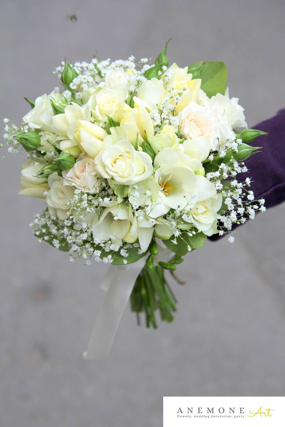 Poza, foto cu Flori de nunta alb, buchet mireasa, crem, gipsofila, lalele, rotund, trandafiri in Arad, Timisoara, Oradea (wedding flowers, bouquets) nunta Arad, Timisoara, Oradea