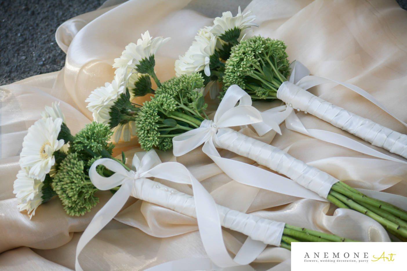 Poza, foto cu Flori de nunta alb, buchet domnisoara, mini-gerbera, sebum in Arad, Timisoara, Oradea (wedding flowers, bouquets) nunta Arad, Timisoara, Oradea