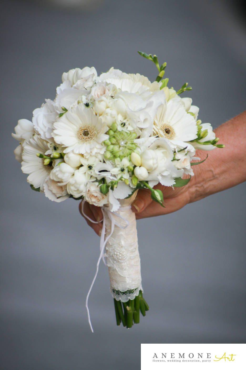 Poza, foto cu Flori de nunta buchet mireasa, frezii, lisianthus, maner buchet in Arad, Timisoara, Oradea (wedding flowers, bouquets) nunta Arad, Timisoara, Oradea