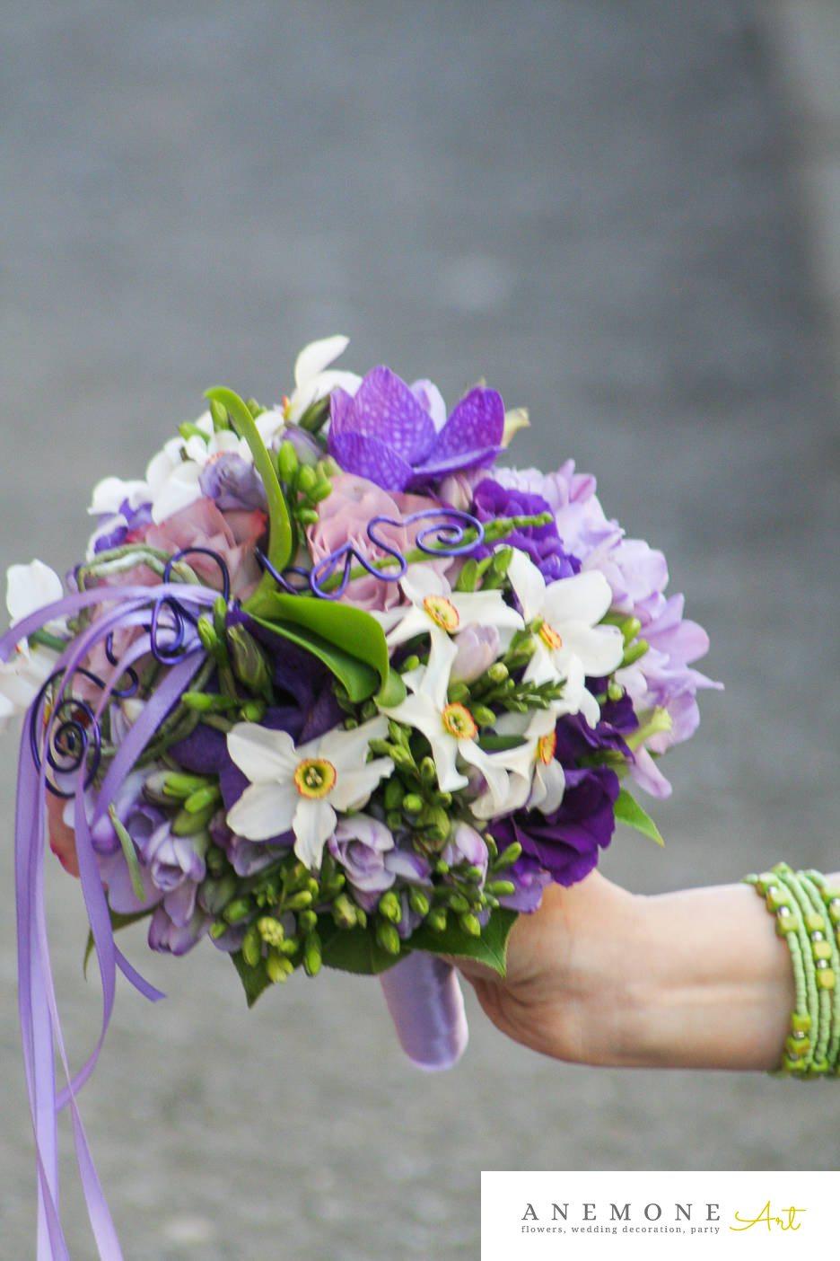 Poza, foto cu Flori de nunta alb, buchet mireasa, frezii, lisianthus, mov, narcisa, orhidee, rotund, roz, trandafiri in Arad, Timisoara, Oradea (wedding flowers, bouquets) nunta Arad, Timisoara, Oradea