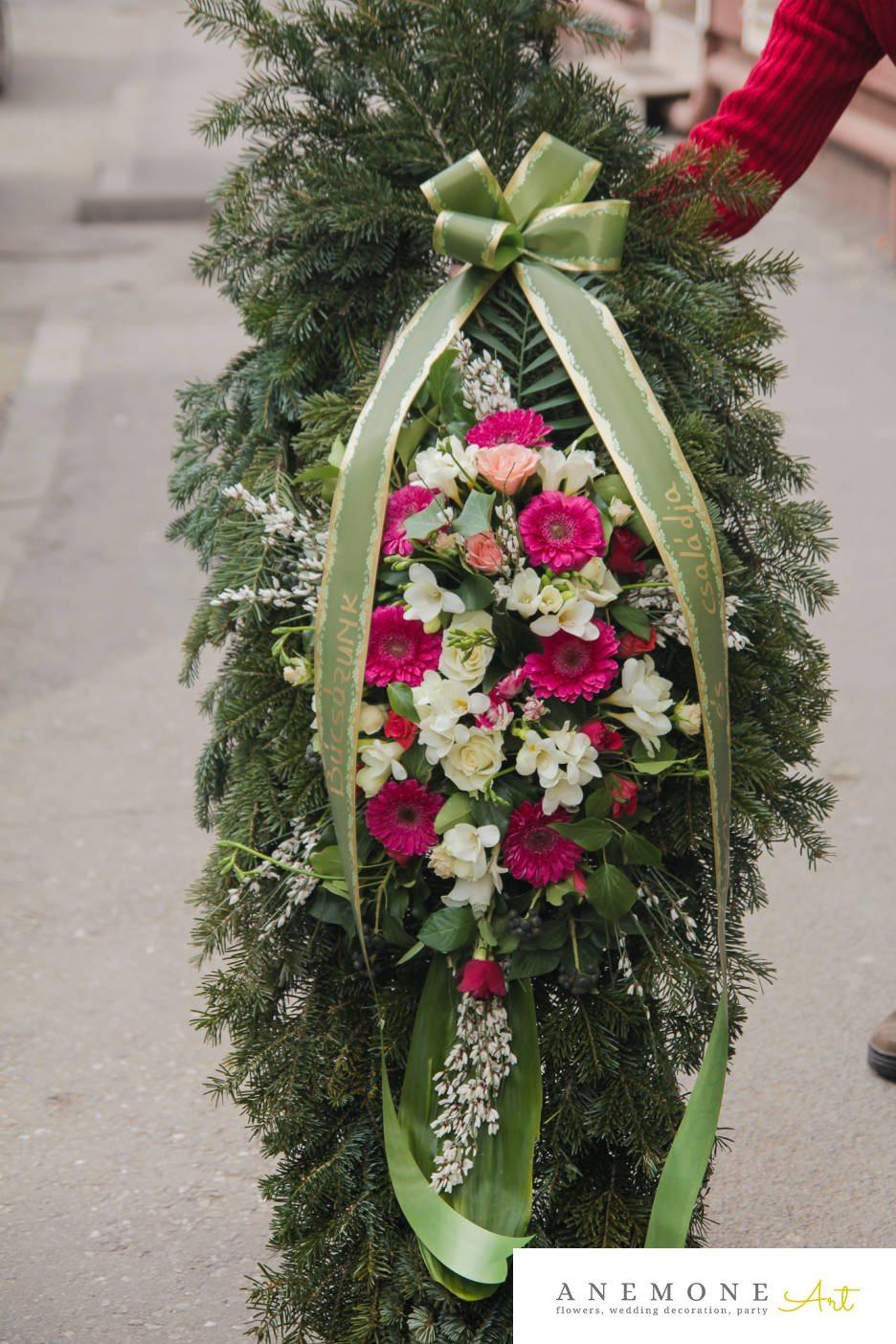 Poza, foto cu Flori de nunta alb, coroana funerara, frezii, gerbera, roz, trandafiri in Arad, Timisoara, Oradea (wedding flowers, bouquets) nunta Arad, Timisoara, Oradea