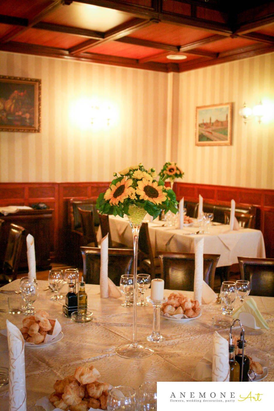 Poza, foto cu Flori de nunta decor masa, floarea soarelui, galben, lumanare in Arad, Timisoara, Oradea (wedding flowers, bouquets) nunta Arad, Timisoara, Oradea
