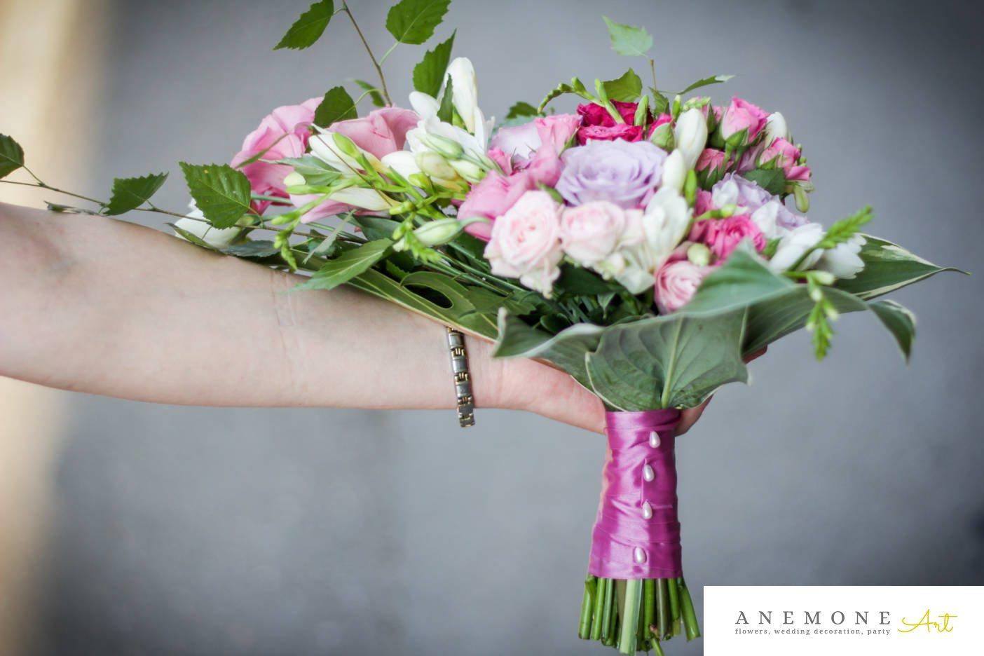 Poza, foto cu Flori de nunta buchet mireasa, frezii, maner buchet in Arad, Timisoara, Oradea (wedding flowers, bouquets) nunta Arad, Timisoara, Oradea