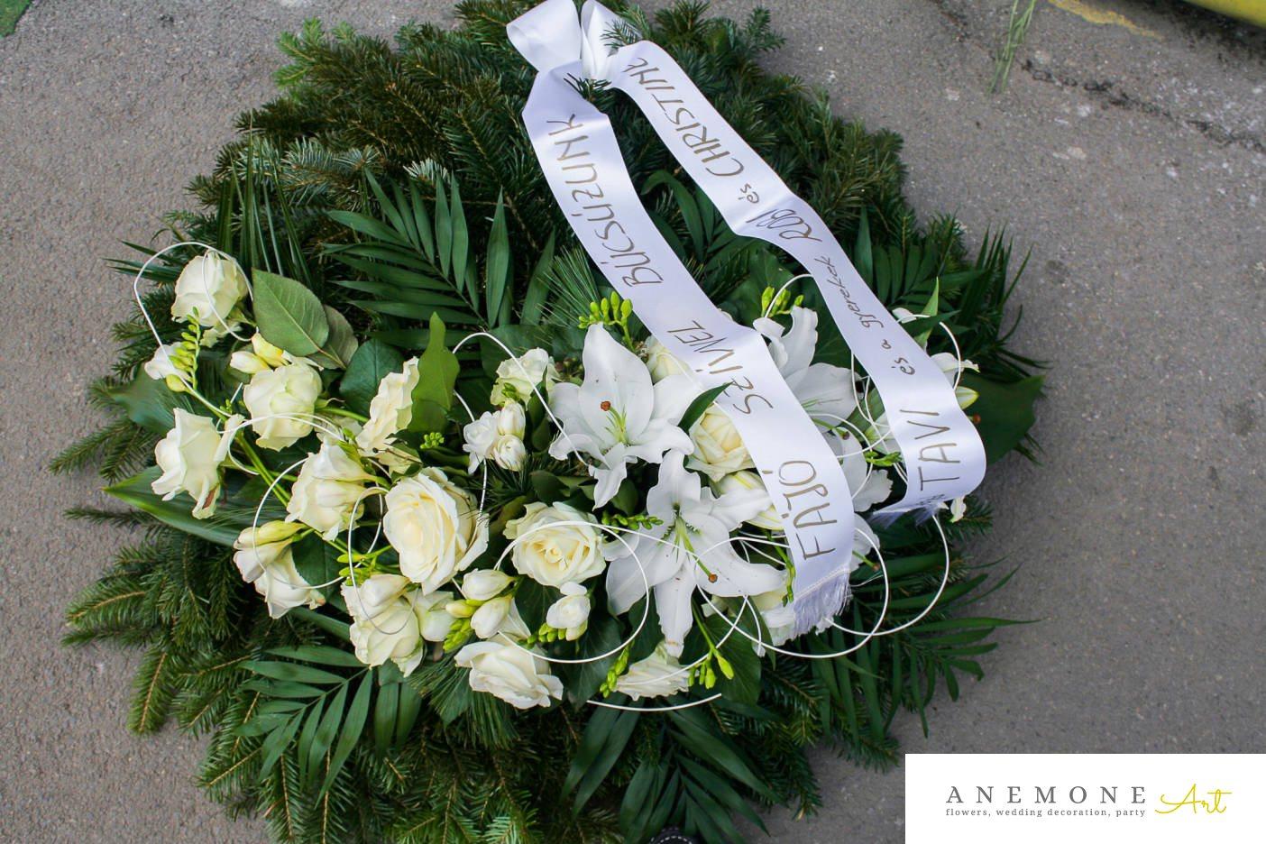 Poza, foto cu Flori de nunta alb, coroana funerara, crem, crin, trandafiri in Arad, Timisoara, Oradea (wedding flowers, bouquets) nunta Arad, Timisoara, Oradea