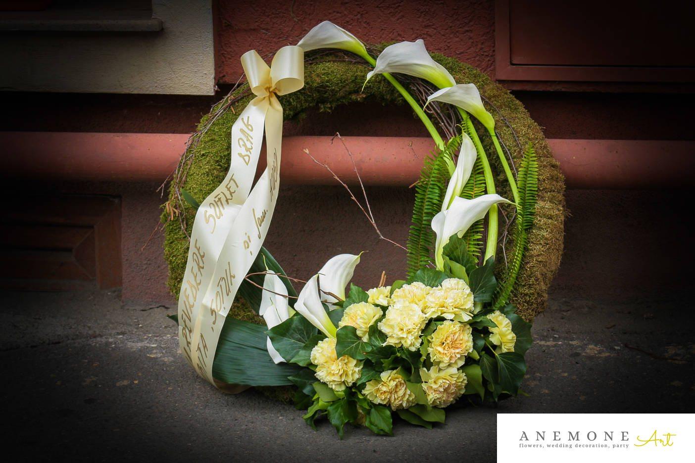 Poza, foto cu Flori de nunta alb, calla, coroana funerara, crem, garoafe, muschi in Arad, Timisoara, Oradea (wedding flowers, bouquets) nunta Arad, Timisoara, Oradea