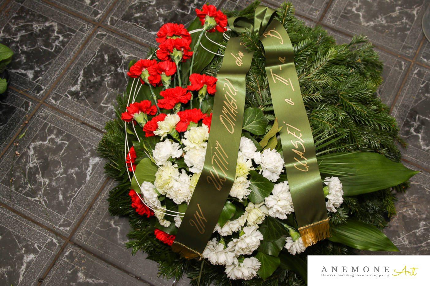 Poza, foto cu Flori de nunta alb, coroana funerara, garoafe, rosu, rotund in Arad, Timisoara, Oradea (wedding flowers, bouquets) nunta Arad, Timisoara, Oradea
