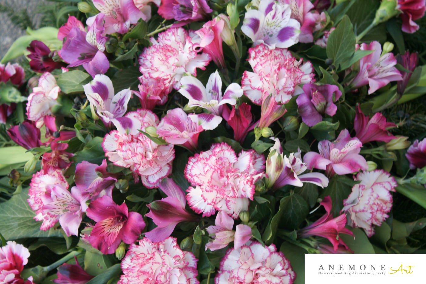 Poza, foto cu Flori de nunta alstroemeria, coroana funerara, garoafe, lalele, roz in Arad, Timisoara, Oradea (wedding flowers, bouquets) nunta Arad, Timisoara, Oradea