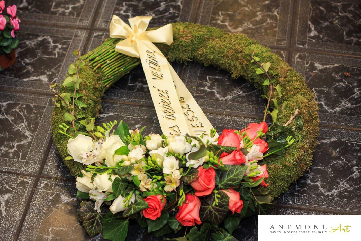 Poza, foto cu Flori de nunta alb, coroana funerara, muschi, rosu, trandafiri in Arad, Timisoara, Oradea (wedding flowers, bouquets) nunta Arad, Timisoara, Oradea