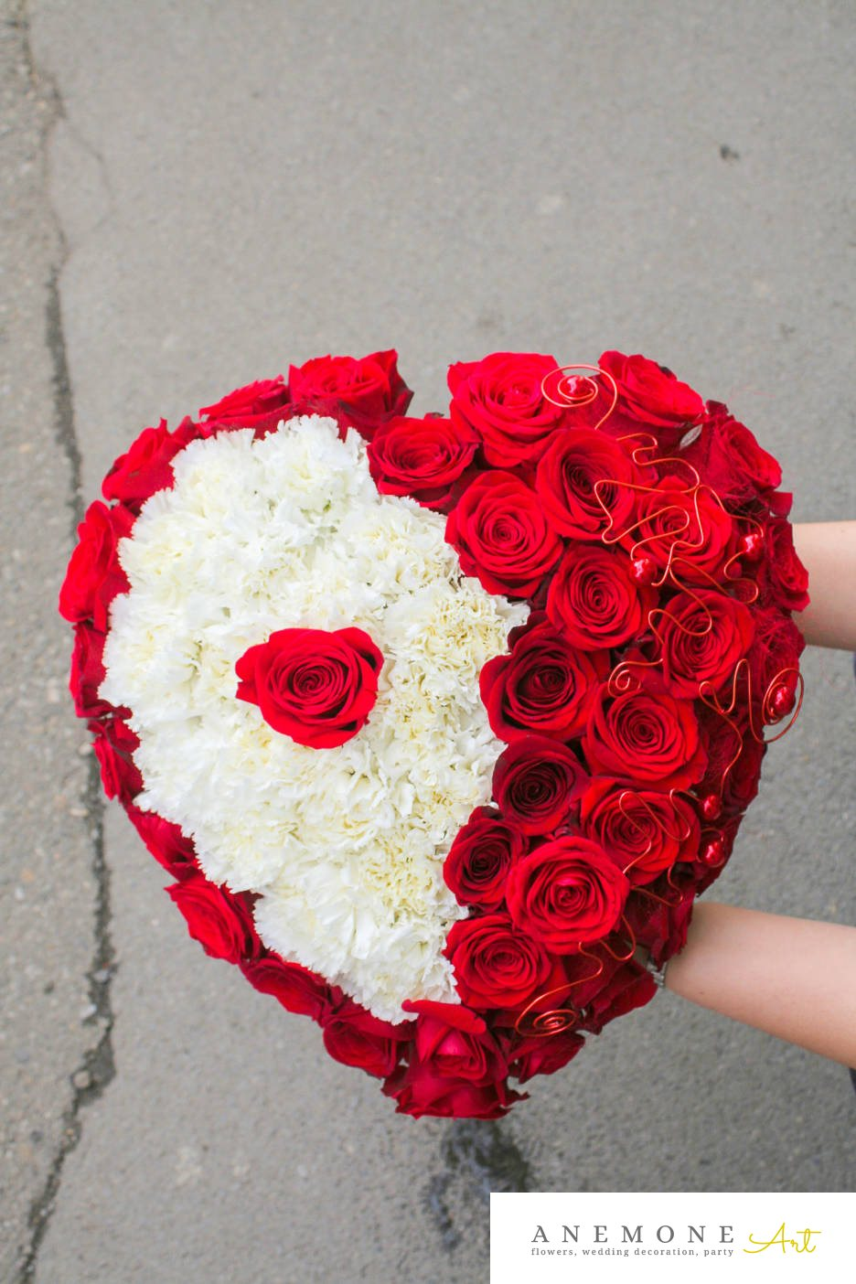Poza, foto cu Flori de nunta alb, decor tematic, garoafe, perle, rosu, trandafiri in Arad, Timisoara, Oradea (wedding flowers, bouquets) nunta Arad, Timisoara, Oradea