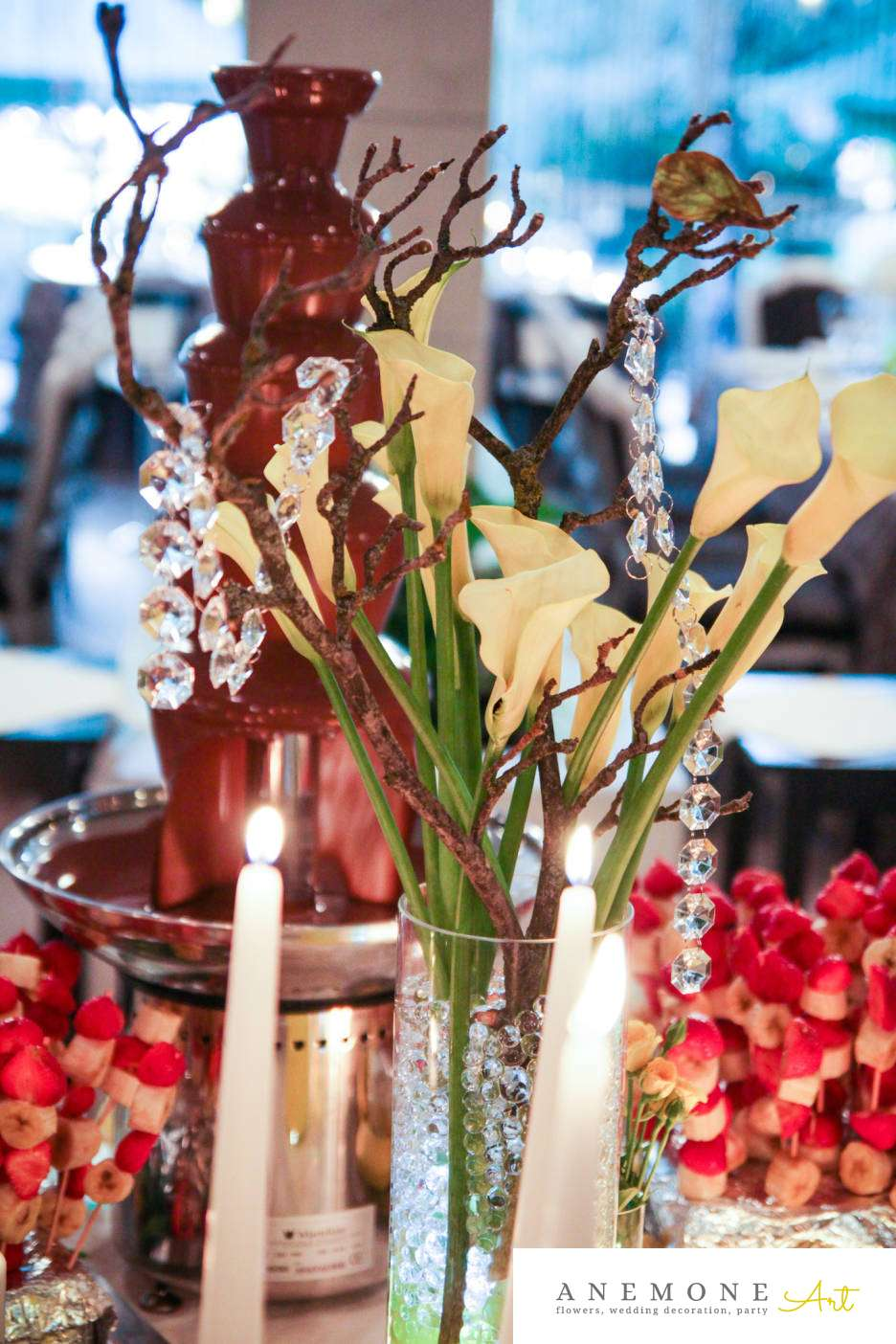 Poza, foto cu Flori de nunta calla, crengi, cristale, decor candy bar, galben, lumanare in Arad, Timisoara, Oradea (wedding flowers, bouquets) nunta Arad, Timisoara, Oradea
