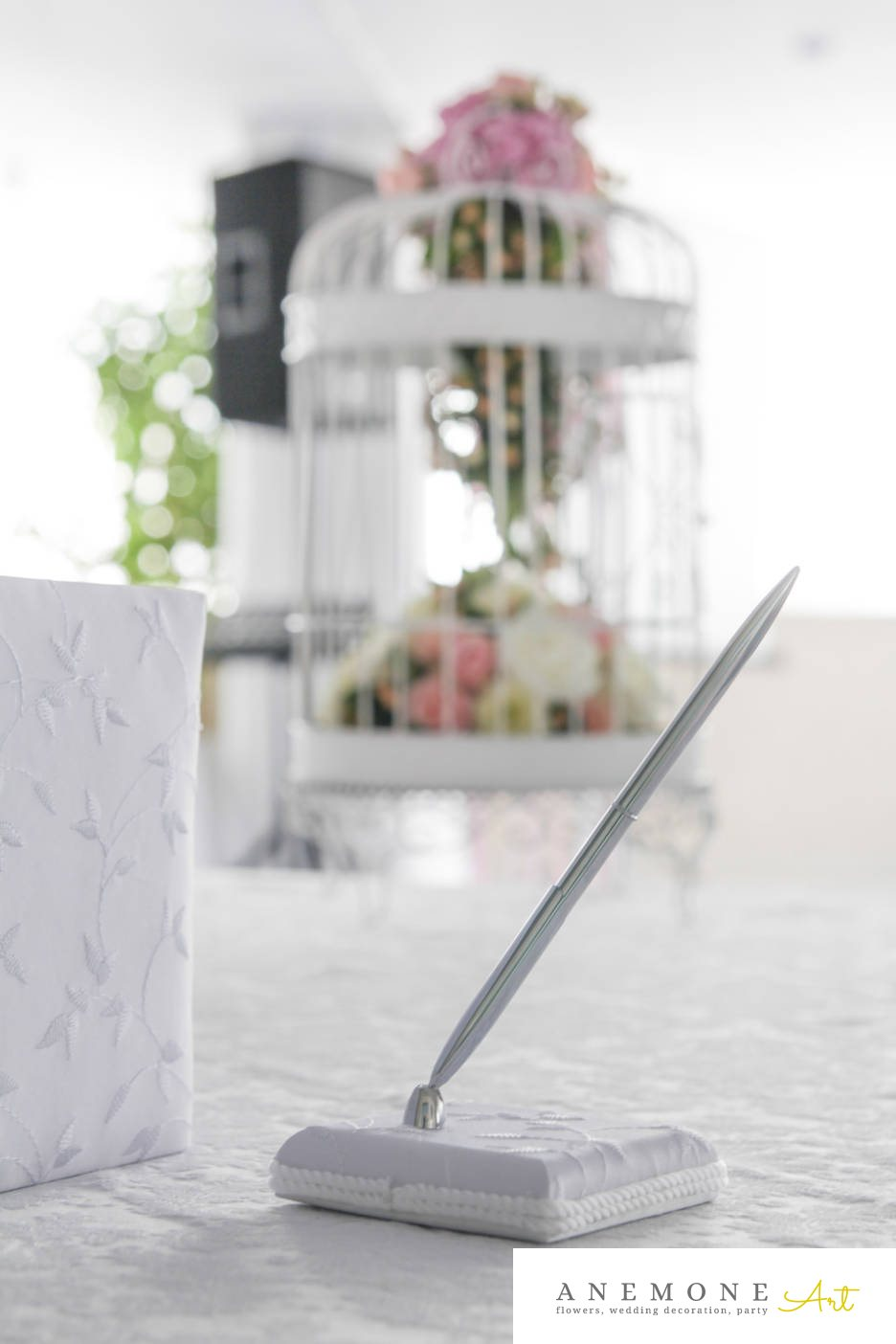 Poza, foto cu Flori de nunta alb, colivie, decor colt photo, hortensia, lisianthus, mini-rosa, roz in Arad, Timisoara, Oradea (wedding flowers, bouquets) nunta Arad, Timisoara, Oradea