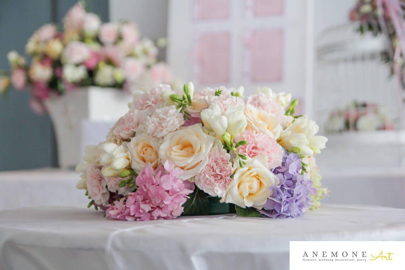 Poza, foto cu Flori de nunta alb, decor masa, frezii, garoafe, hortensia, mov, roz in Arad, Timisoara, Oradea (wedding flowers, bouquets) nunta Arad, Timisoara, Oradea