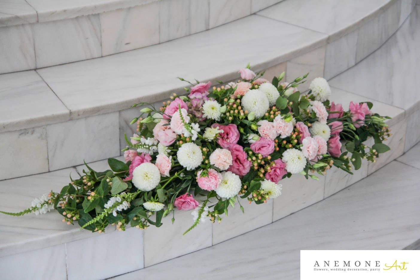 Poza, foto cu Flori de nunta alb, dalia, decor masa, garoafe, lisianthus, roz in Arad, Timisoara, Oradea (wedding flowers, bouquets) nunta Arad, Timisoara, Oradea