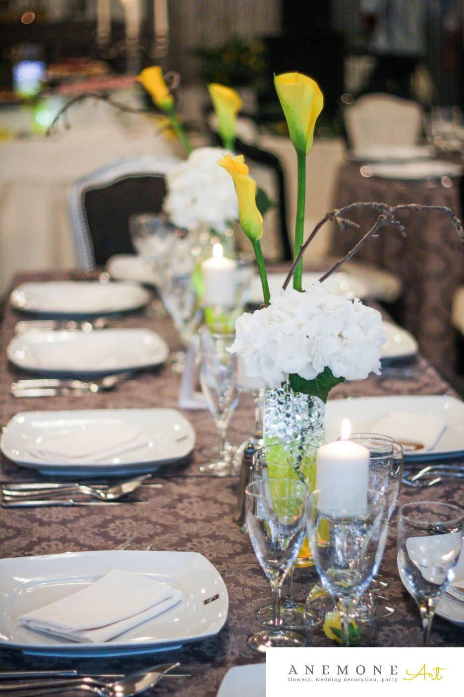 Poza, foto cu Flori de nunta alb, calla, decor masa, galben, hortensia, lumanare in Arad, Timisoara, Oradea (wedding flowers, bouquets) nunta Arad, Timisoara, Oradea