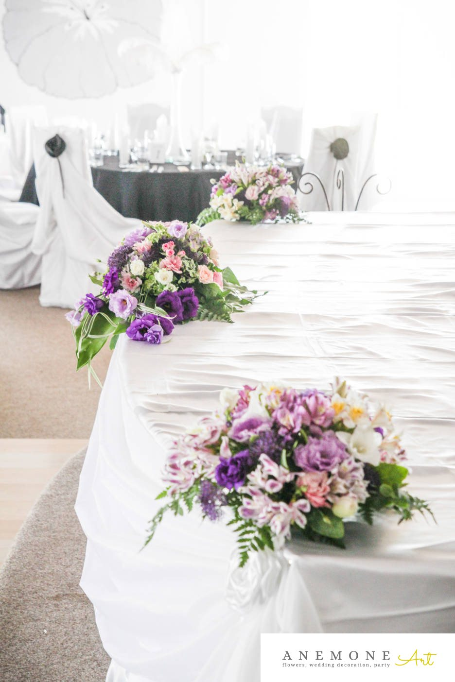 Poza, foto cu Flori de nunta lisianthus, mini-rosa, mov, prezidiu, roz, sebum, trandafiri in Arad, Timisoara, Oradea (wedding flowers, bouquets) nunta Arad, Timisoara, Oradea