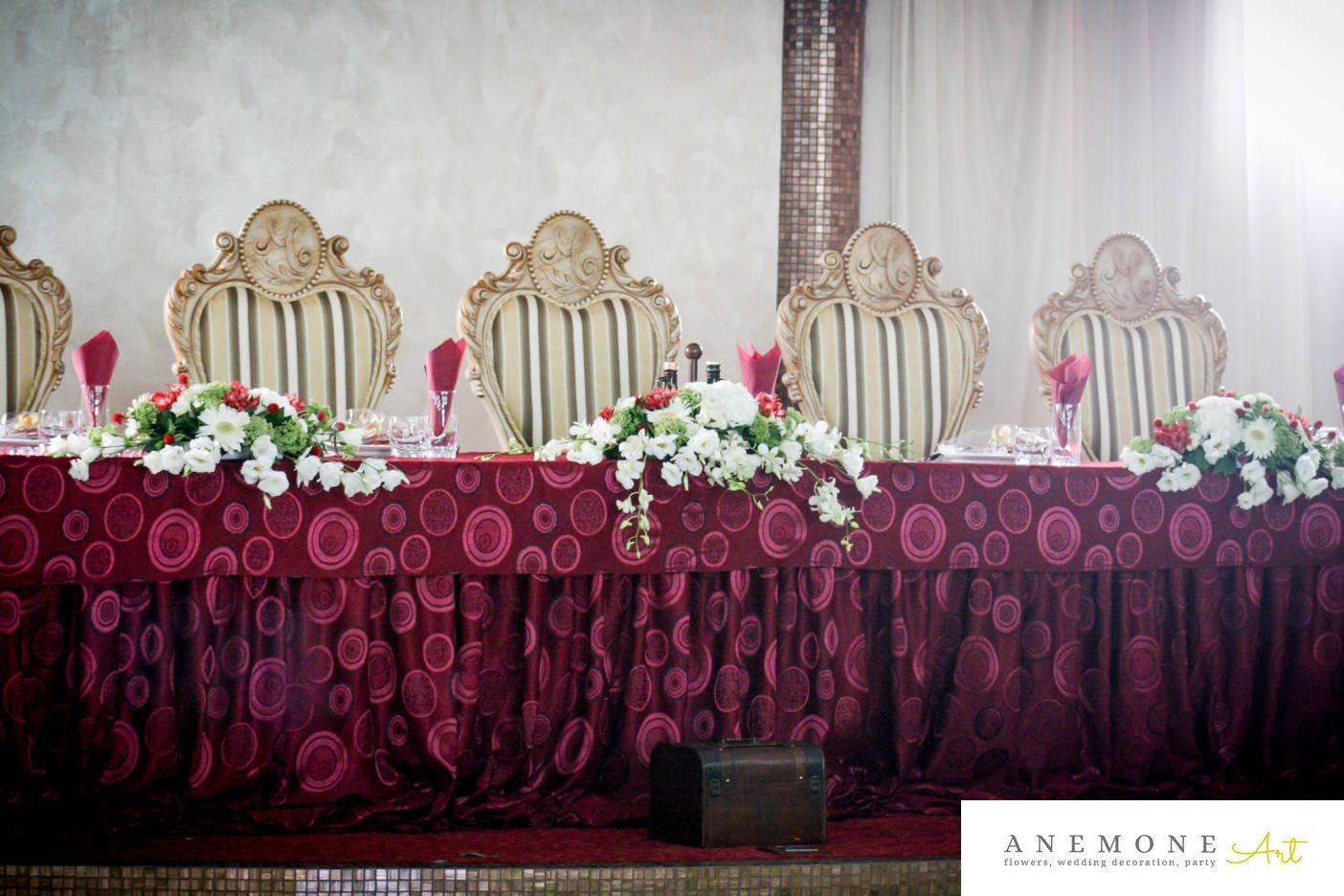 Poza, foto cu Flori de nunta alb, cutie bani, lisianthus, mini-gerbera, orhidee, prezidiu, rosu, sebum in Arad, Timisoara, Oradea (wedding flowers, bouquets) nunta Arad, Timisoara, Oradea
