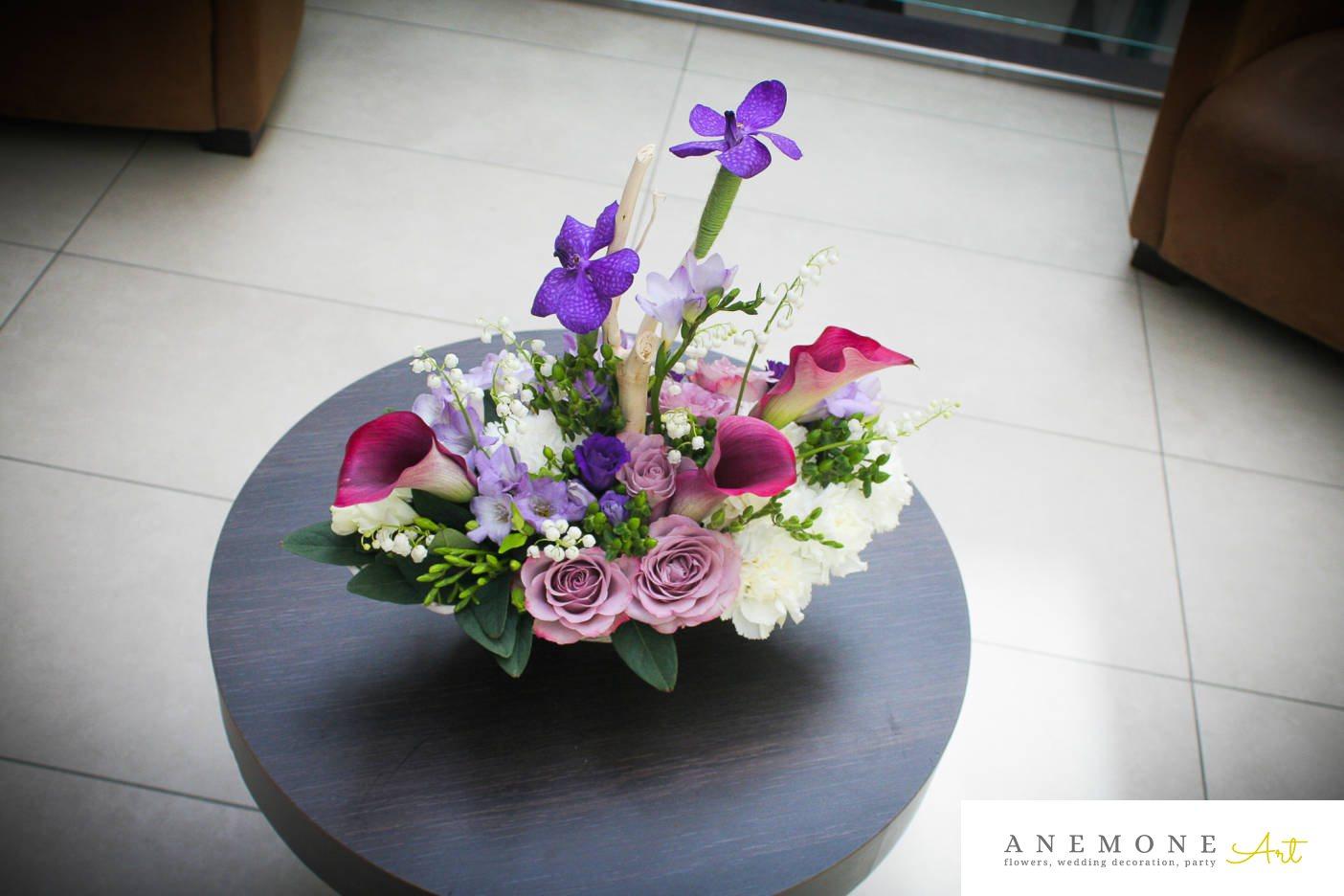 Poza, foto cu Flori de nunta calla, decor masa, frezii, lacramioare, lisianthus, multicolor, orhidee, trandafiri in Arad, Timisoara, Oradea (wedding flowers, bouquets) nunta Arad, Timisoara, Oradea