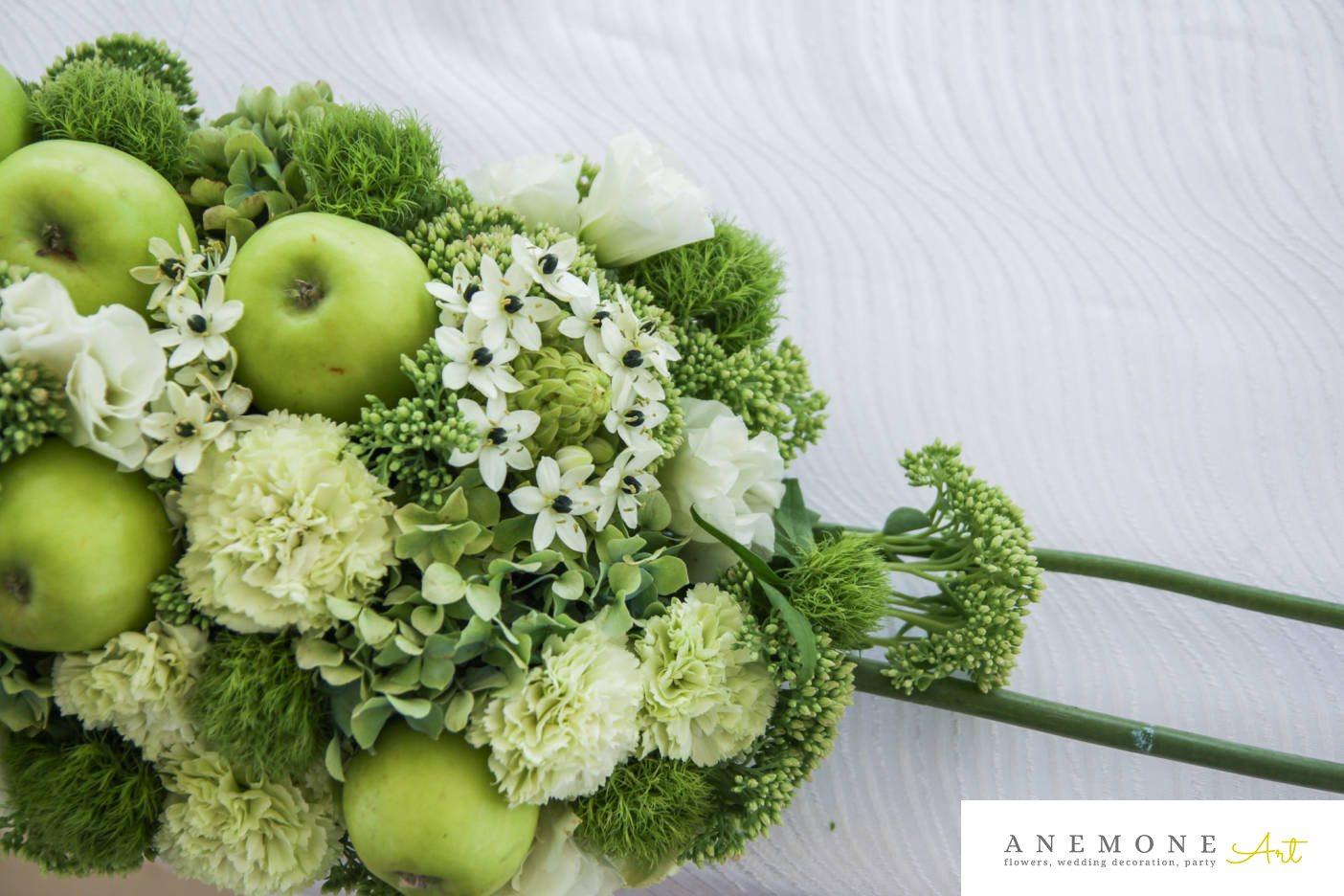 Poza, foto cu Flori de nunta alb, garoafe, lisianthus, mere verzi, ornitogallum, prezidiu, sebum, trandafiri, verde in Arad, Timisoara, Oradea (wedding flowers, bouquets) nunta Arad, Timisoara, Oradea