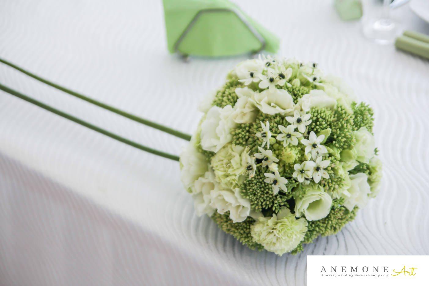 Poza, foto cu Flori de nunta alb, decor masa, garoafe, lisianthus, ornitogallum, sebum, trandafiri, verde, verdealb in Arad, Timisoara, Oradea (wedding flowers, bouquets) nunta Arad, Timisoara, Oradea