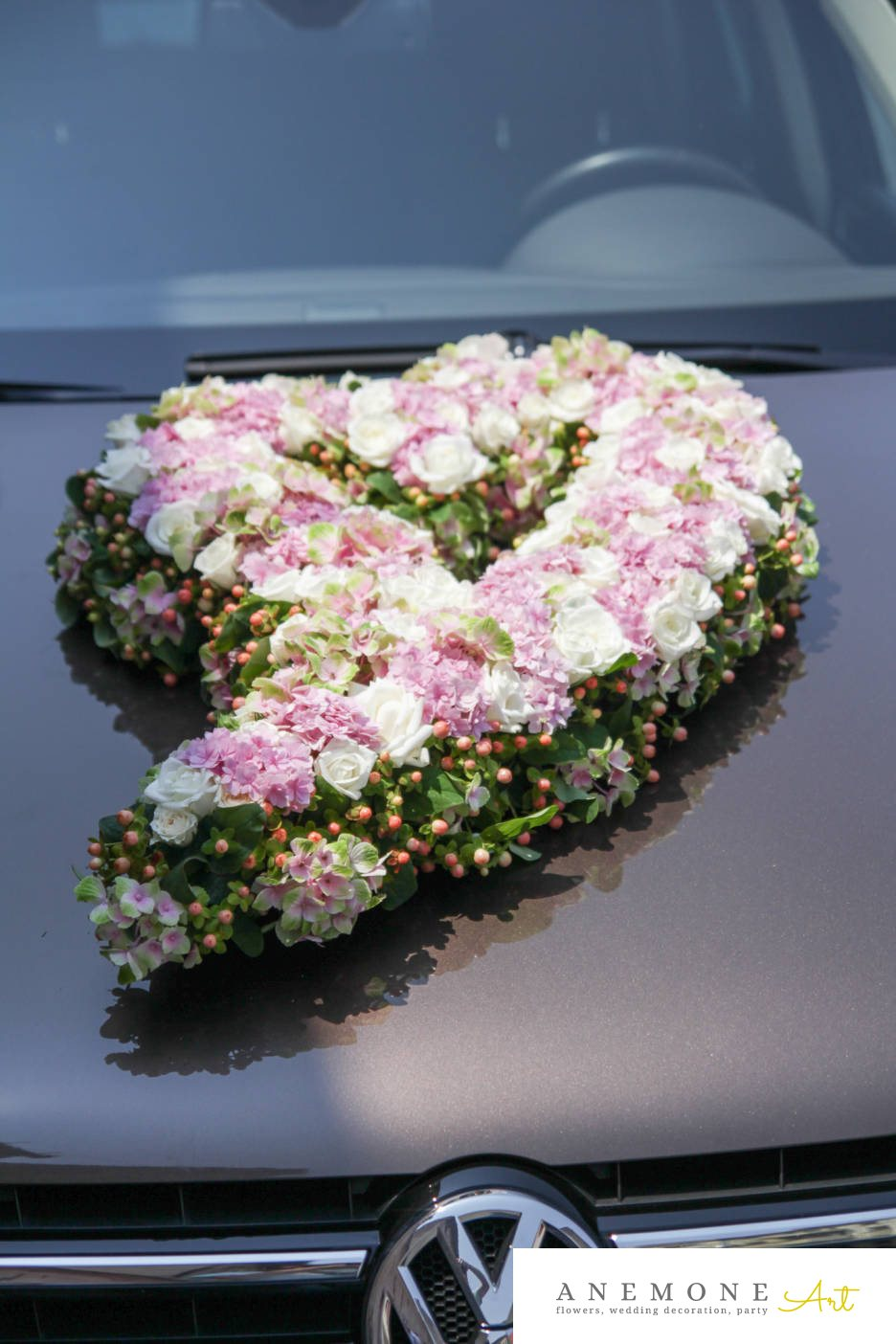 Poza, foto cu Flori de nunta alb, dalia, decor masina, hortensia, lisianthus, roz, trandafiri in Arad, Timisoara, Oradea (wedding flowers, bouquets) nunta Arad, Timisoara, Oradea