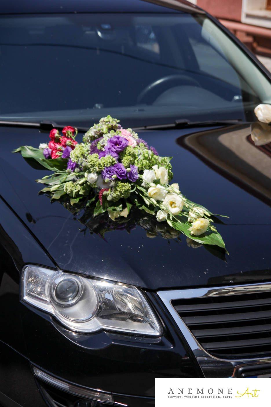 Poza, foto cu Flori de nunta alb, asimetric, decor masina, lisianthus, mov, rosu, trandafiri in Arad, Timisoara, Oradea (wedding flowers, bouquets) nunta Arad, Timisoara, Oradea