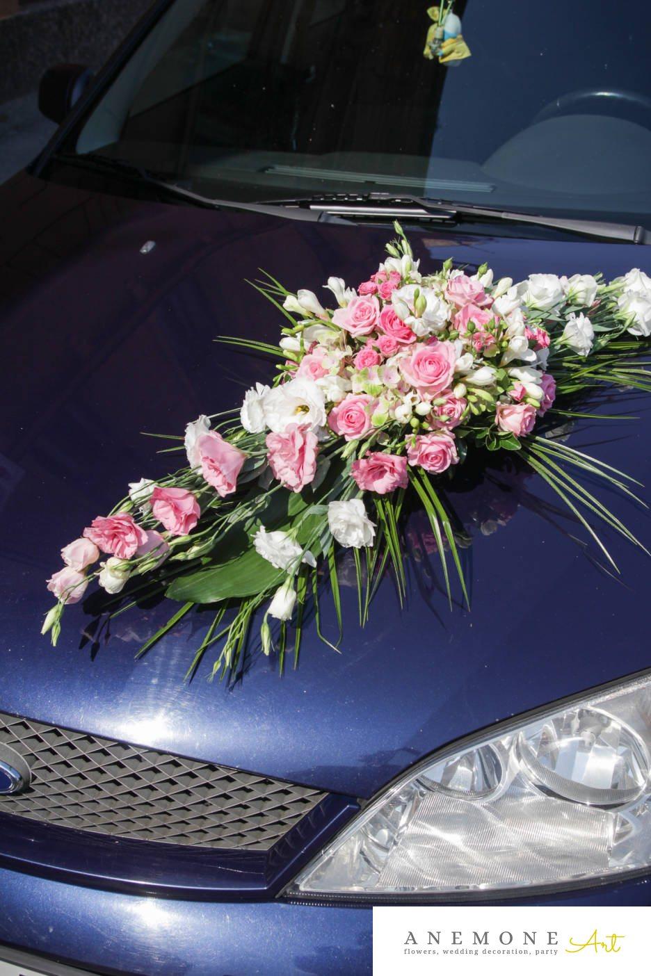 Poza, foto cu Flori de nunta alb, asimetric, decor masina, lisianthus, roz, trandafiri in Arad, Timisoara, Oradea (wedding flowers, bouquets) nunta Arad, Timisoara, Oradea