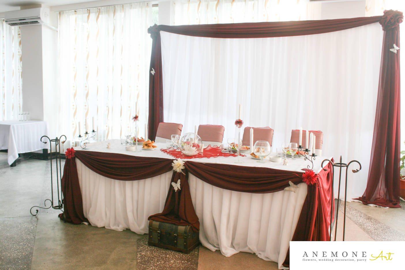 Poza, foto cu Flori de nunta alb, bol sticla, cutie bani, lebede, lumanare, prezidiu, rosu in Arad, Timisoara, Oradea (wedding flowers, bouquets) nunta Arad, Timisoara, Oradea